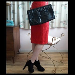 Perfectly simple vintage 70's black leather bag!